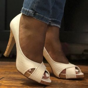 White Nine West heels in size 6.5